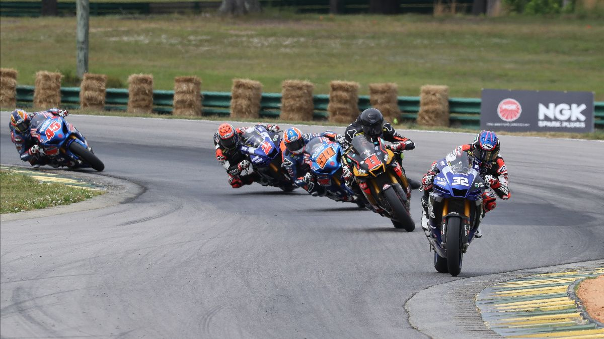 210523 the opening lap of the HONOS Superbike race on Saturday at VIR