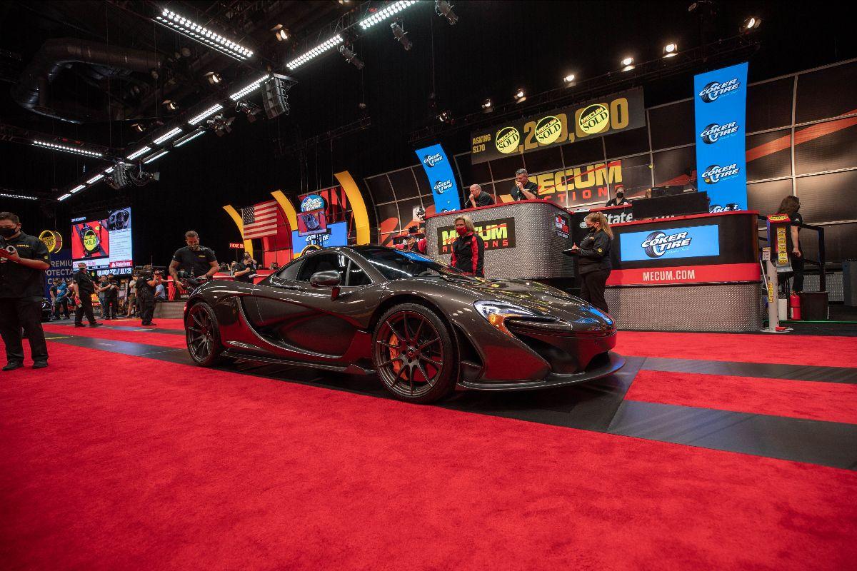 210527 2014 McLaren P1 (Lot S170) sold at $1,347,500
