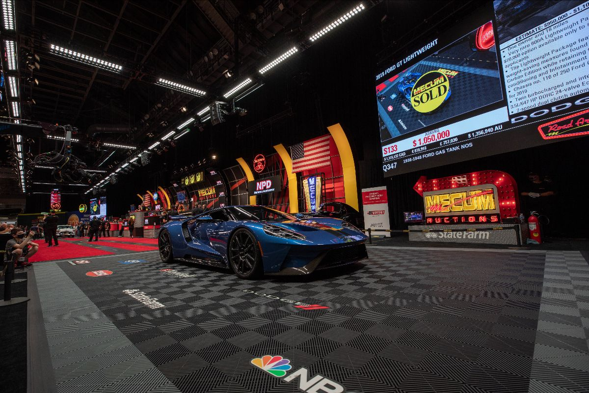 210527 2019 Ford GT Lightweight (Lot S133) sold at $1,100,000