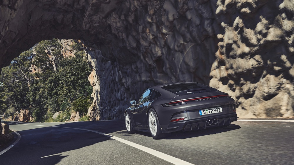 2022 Porsche 911 GT3 with Touring Package (2)