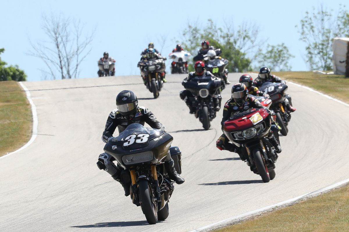 210614 Kyle Wyman (33) leads Tyler O'Hara and the rest of the pack in the Mission King Of The Baggers