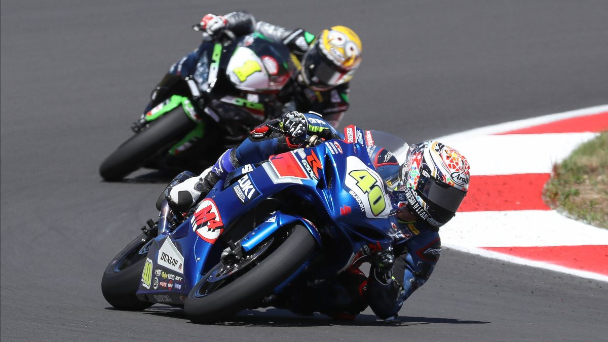 210627 Sean Dylan Kelly (40) won his fourth Supersport race of the season with a win over his rival Richie Escalante (1)