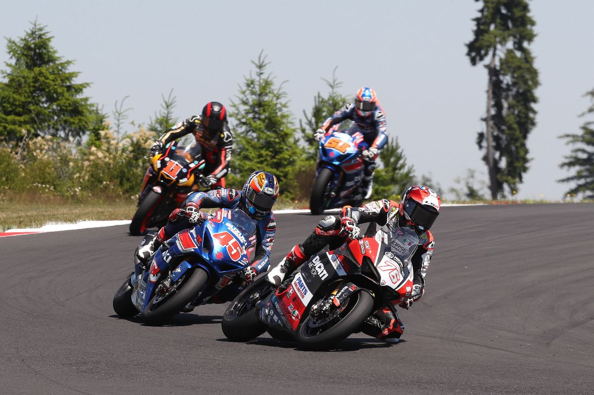 210628 Loris Baz (76) battled with Cam Petersen (45) early in the race. Mathew Scholtz (11) and Bobby Fong (50) give chase