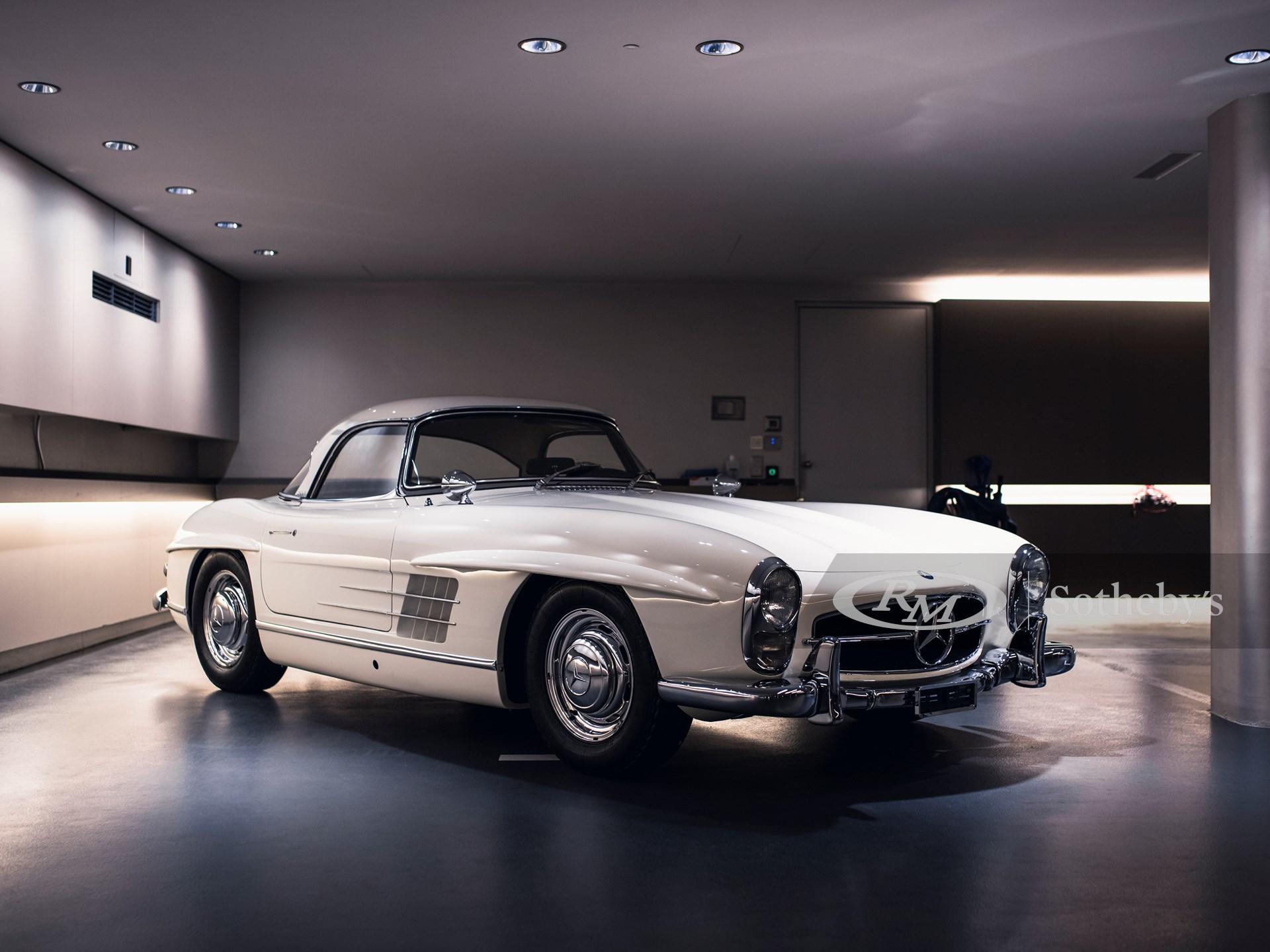 1961 Mercedes-Benz 300 SL Roadster Daniel Zizka ©2021 Courtesy of RM Sotheby's