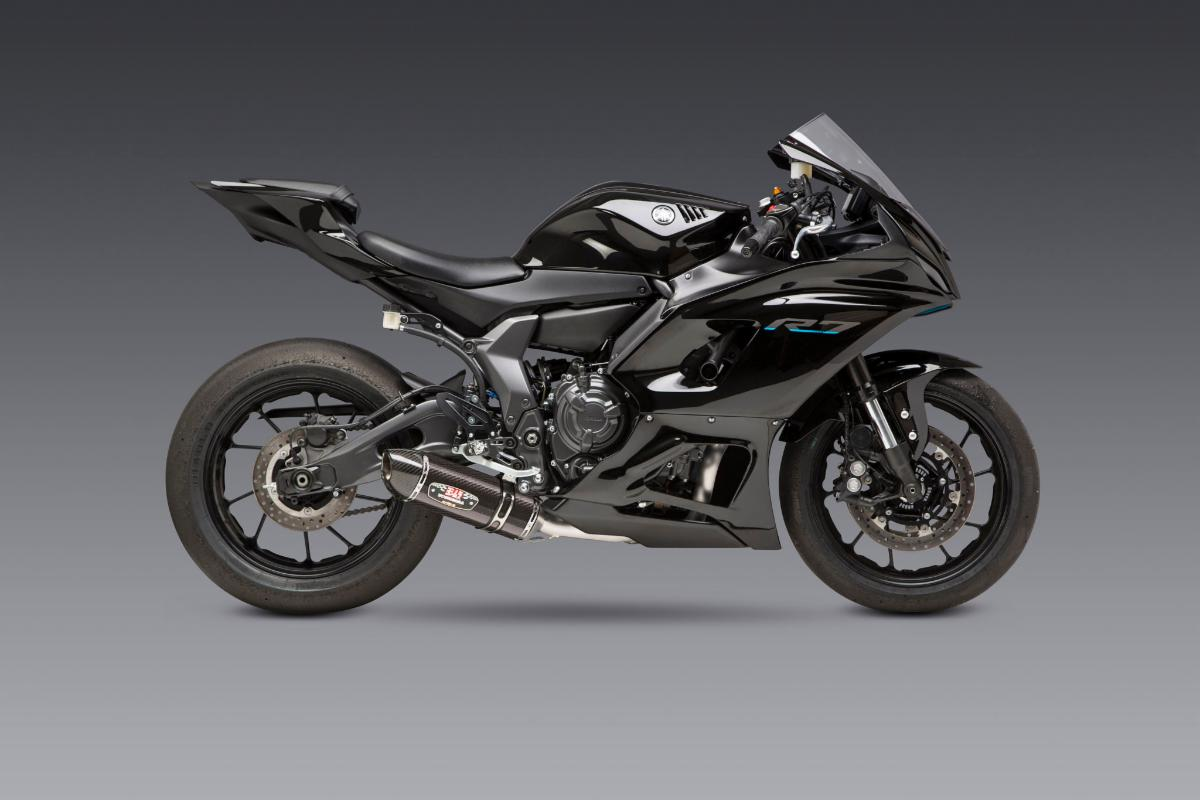 210707 Yamaha R7 and our R-77 are a match made in heaven. Providing power, looks and significant weight reduction.(2)