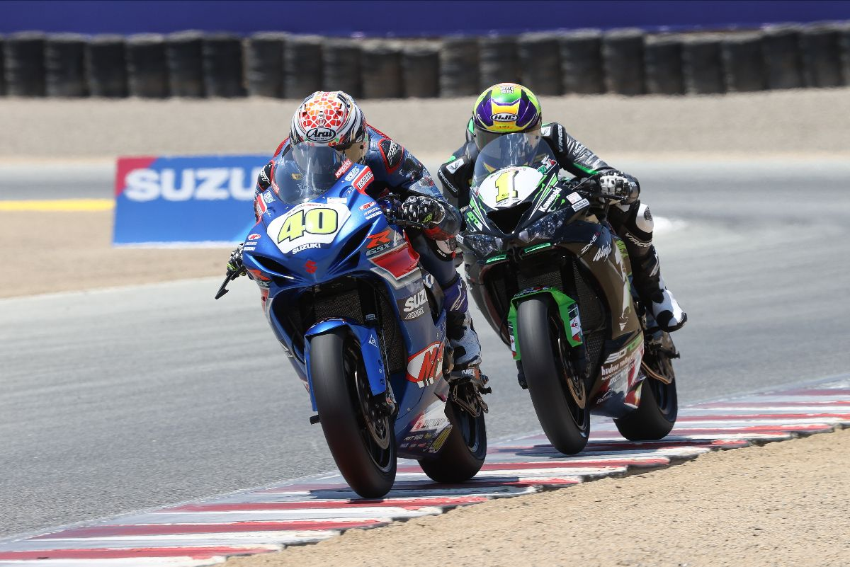 210711 Dylan Kelly vs. Richie Escalante in the Supersport race on Saturday at WeatherTech Raceway