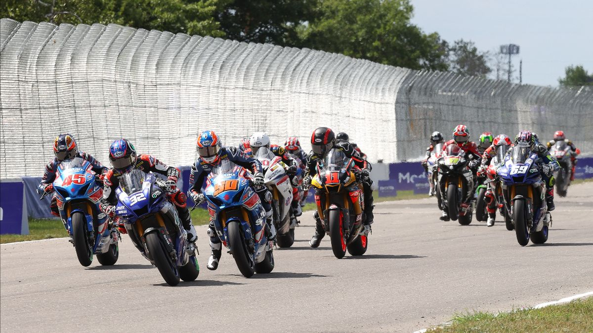 210801 Jake Gagne (32) and Bobby Fong (50) get close off the start of Sunday's HONOS Superbike race at Brainerd