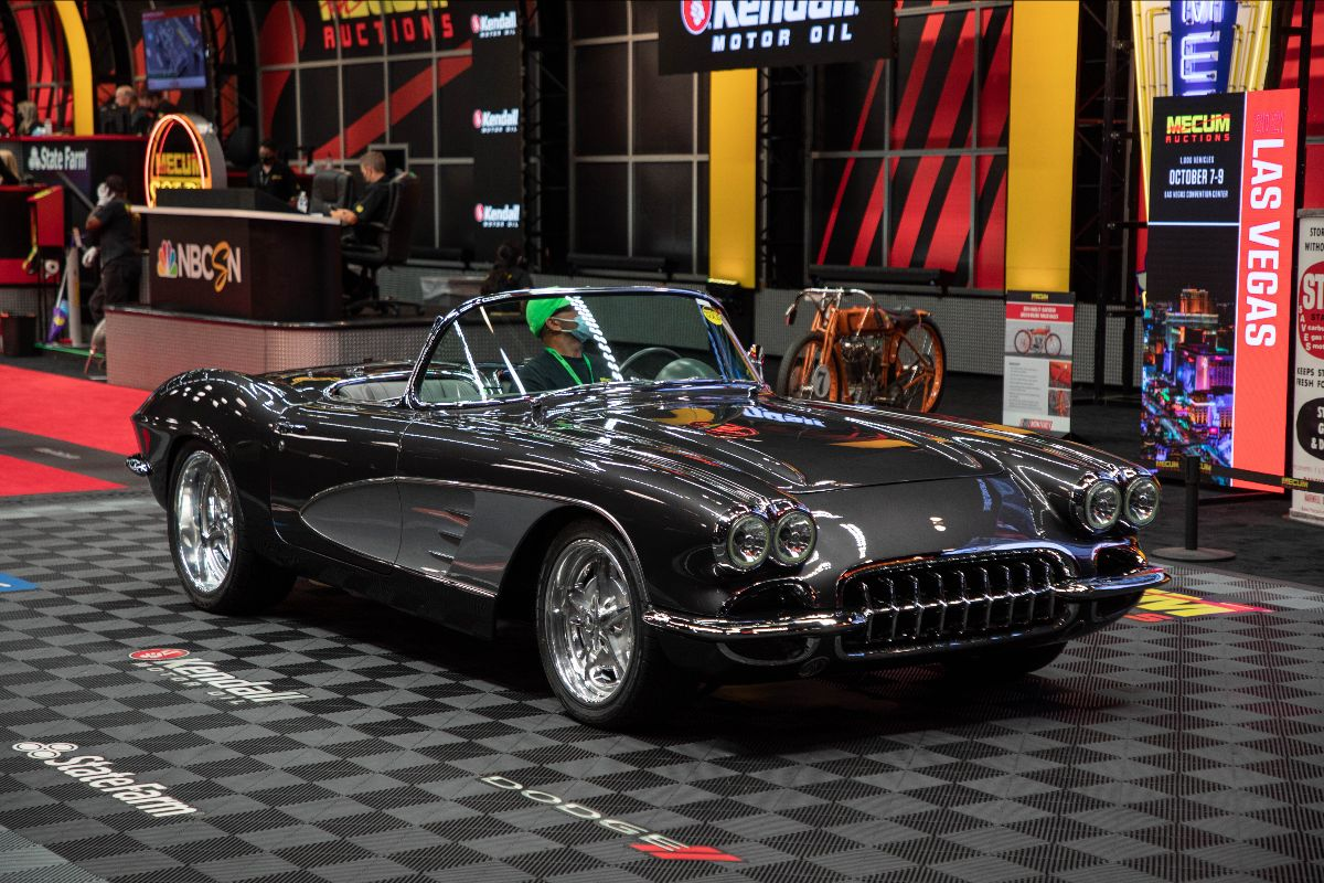 210804 1961 Chevrolet Corvette Convertible
