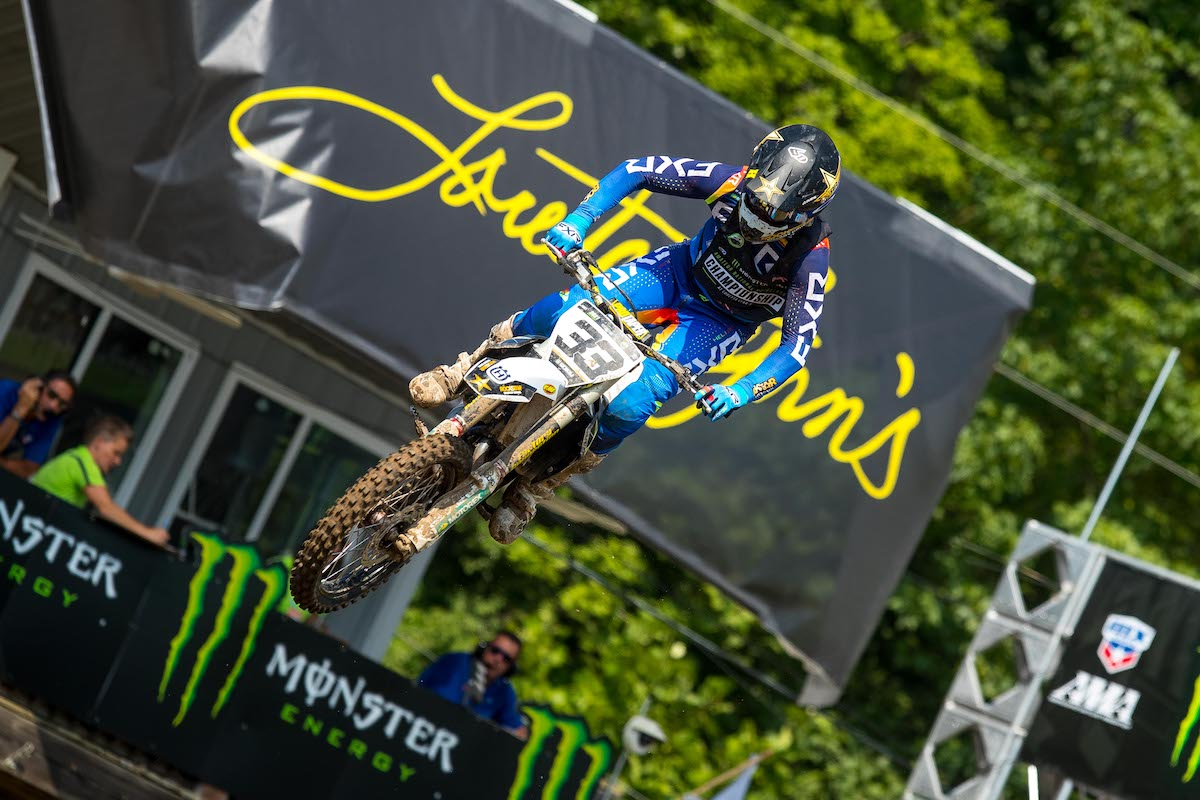210804 All eyes were on Mike Brown in the first Junior moto