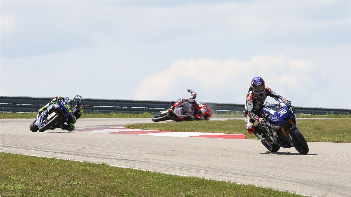 210815 Gagne and Elias en route to a one-two finish while Loris Baz crashes out in the background