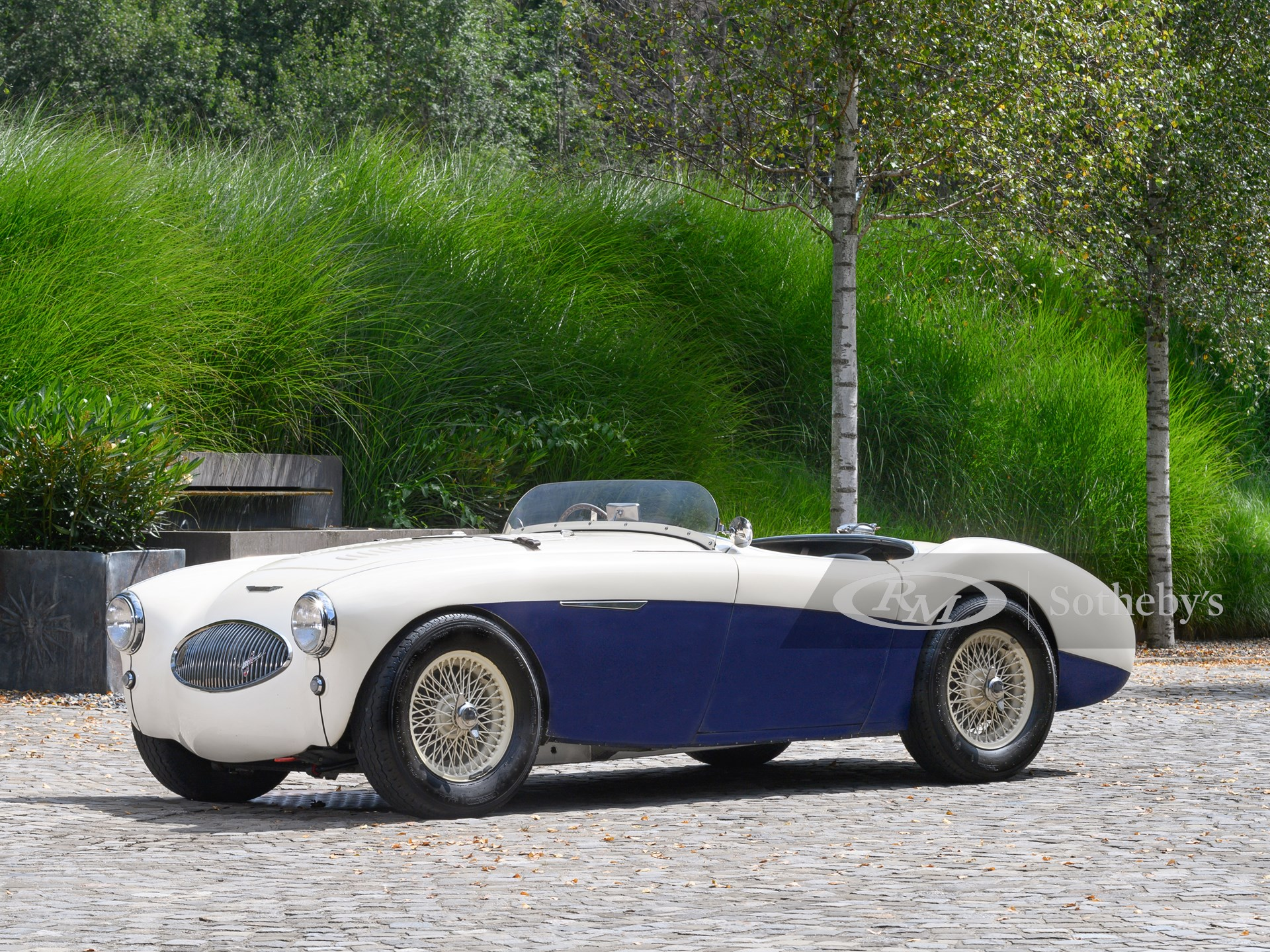 1955 Austin-Healey 100S (Tim Scott ©2021 Courtesy of RM Sotheby's)
