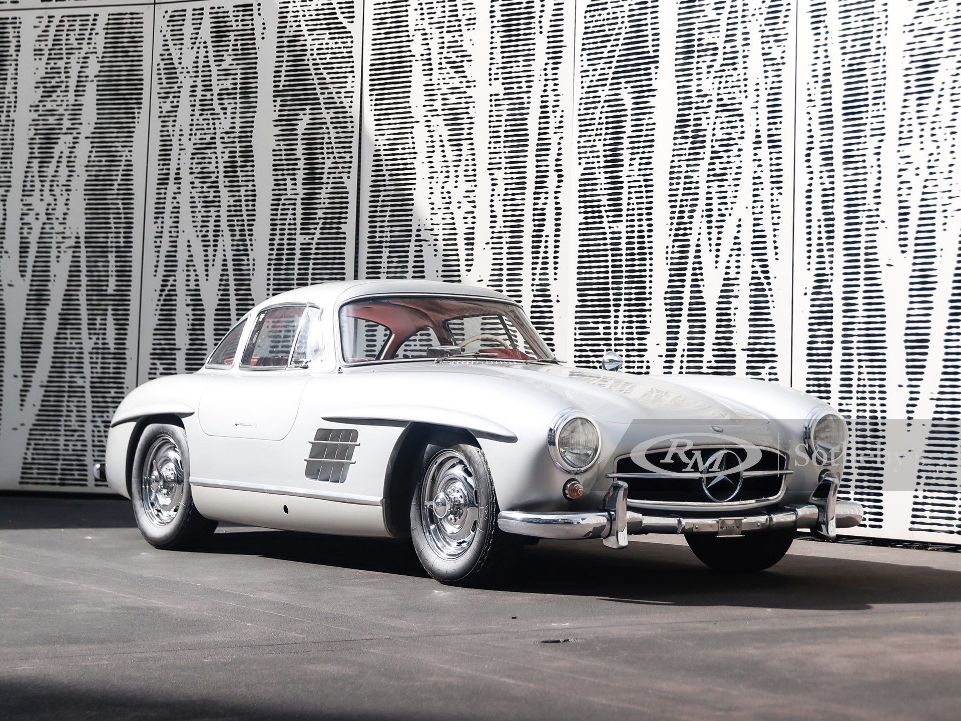 1955 Mercedes-Benz 300 SL Gullwing (Dario Fontana ©2021 Courtesy of RM Sotheby's)
