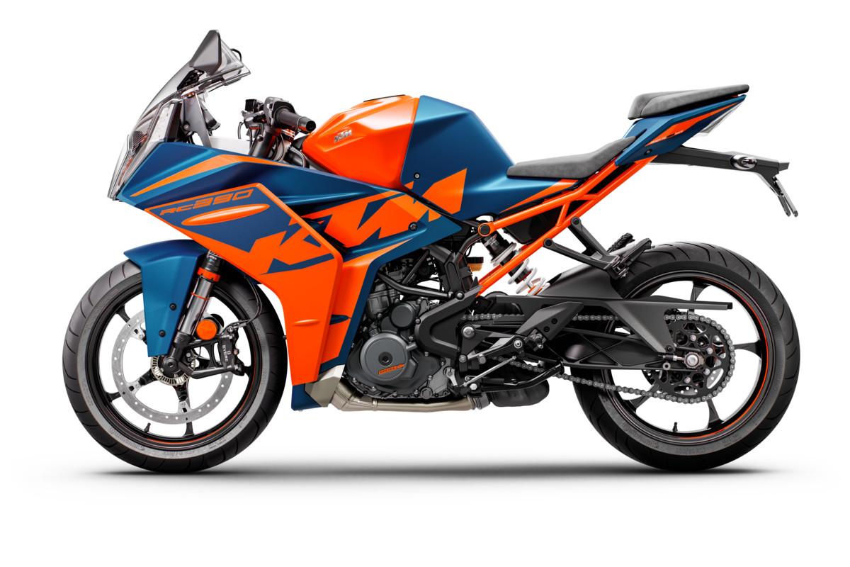 2022 KTM RC 390 STUDIO 004