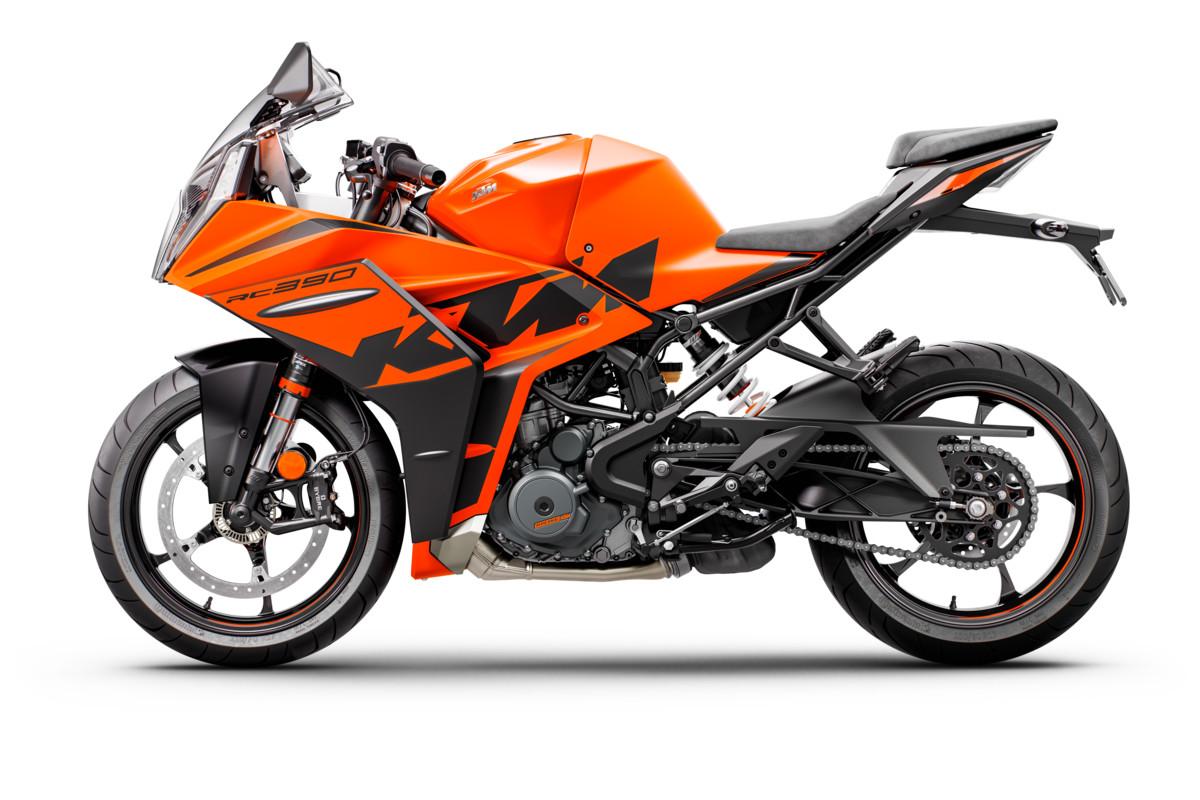 2022 KTM RC 390 STUDIO 006
