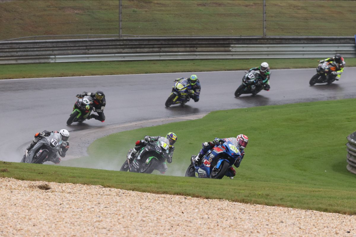 210919 Sean Dylan Kelly (40) leads Richie Escalante (1) and Alejandro Thermiotis in the Supersport race
