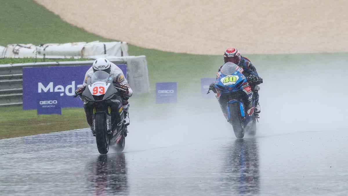 210920 Gabriel Da Silva (93) beat Supersport Champion Sean Dylan Kelly in Sunday's Supersport race