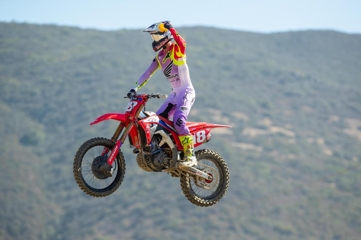 Jett Lawrence's dominant run continued with a second straight 1-1 sweep of the motos
